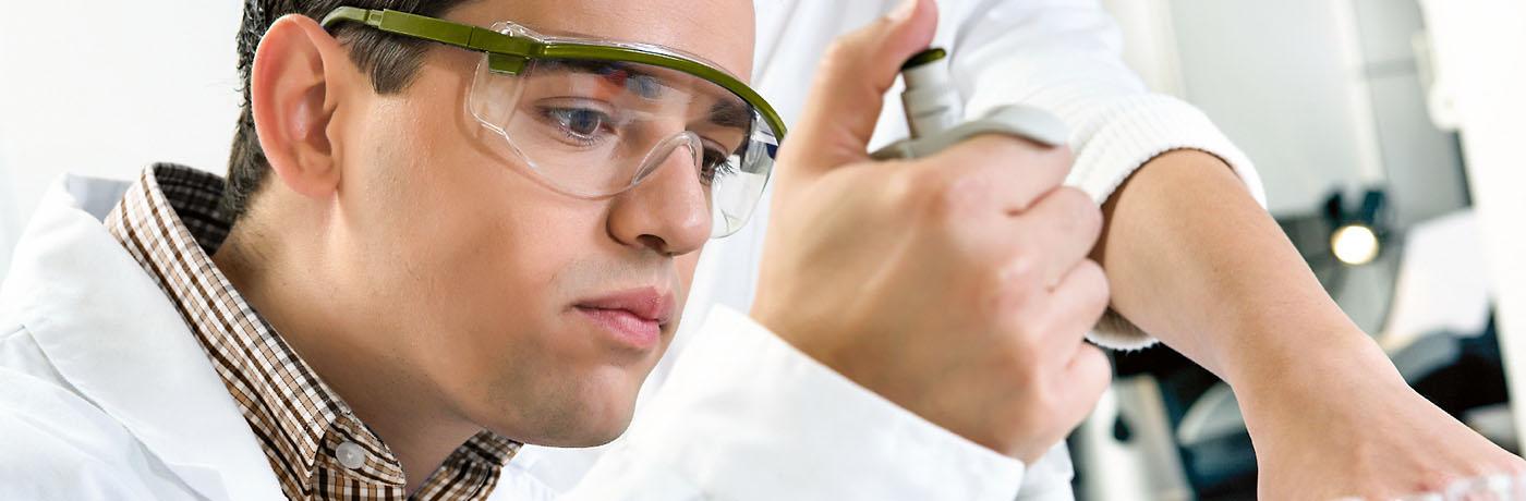chemie labor mitarbeiter